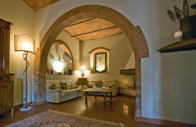 Location agritourisme bucine villa la selva en toscane for Archi interni casa ristrutturato
